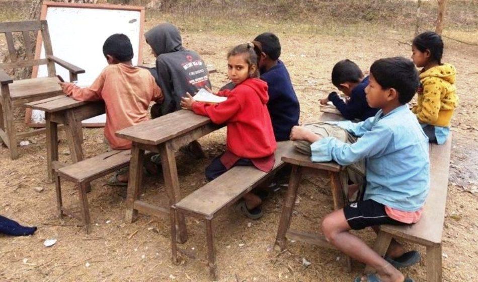 खुला आँकाश मुनि बाढी पीडित बालबालिकाको शिक्षा,  केही ठाउँमा विद्यालयका भवनहरु बन्दै