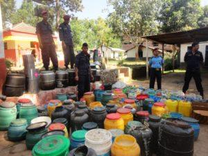 सुर्खेतका डिसपी बहादुरजंग मल्लको नेतृत्वमा स्थानीय मदिरा नियन्त्रण गदैका दृष्य