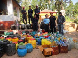 जिल्ला प्रहरी कार्यालय सुर्खेतले स्थानीय घरेलु मदिरा नियन्त्रण गदै डिएपीबहादुरजंग मल्लको टोली