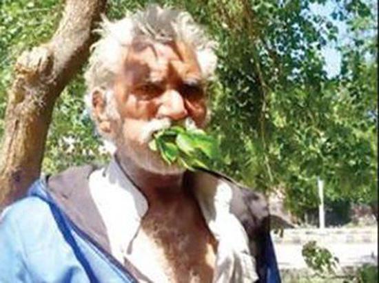 २५ वर्षदेखि पात र काठ खाएर बाँच्दै महमूद