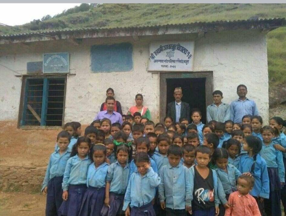 अनाथ बालबालिकालाई शैक्षिक सामग्री जुटाउँदै युवाहरु